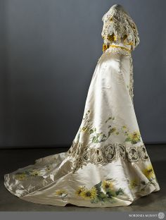 Embroidered silk dress with hand painted Chrysantemums, 1907. Item no. 109497.