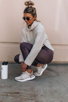 Best Athleisure Outfits Part 5 Legging Outfits, Leggings Outfit Fall, Athleisure Outfits, Yoga Outfits, Cheap Leggings, Purple Leggings, Pants Outfit, Photos Fitness, Style Tumblr