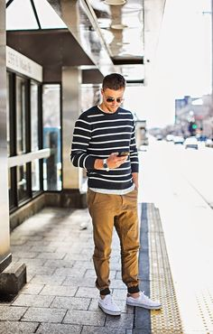 Men Joggers Outfit Pictures 3 ways to keep a casual look fresh khaki joggers mens Men Joggers Outfit. Here is Men Joggers Outfit Pictures for you. Men Joggers Outfit joggers vol 2 famous outfits. Style Outfits, Casual Outfits, Fashion Outfits, Work Outfits, Trendy Fashion, Fashionable Outfits, Fall Outfits, Men's Outfits, Fashion Shirts