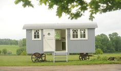 Love this shepherd's hut! Cabana, Glamping, Shepherds Hut, Farm Shop, Cabins And Cottages, Tiny Spaces, Tiny House Living, House On Wheels, New Homes