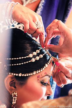 indian wedding hair makeup jewelry http://maharaniweddings.com/gallery/photo/4834