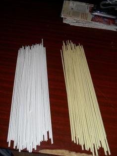 Трубочки из кассовой ленты (небольшой МК) | Страна Мастеров Paper Basket Weaving, Weaving Patterns, Garden Tools, Wicker, Sculptures, Paper Crafts, Creative, Diy, Diy And Crafts