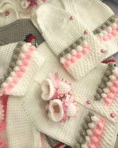 Baby Cardigan Knitting Pattern, Knit Vest, Baby Knitting Patterns, Crochet Baby, Knit Crochet, Baby Booties, Baby Wearing, Wool, Blanket