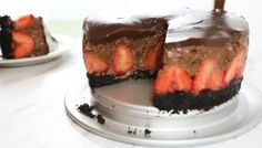 Digging in to this yummmmmmy mousse cake.