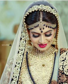 bridal jewelry for the radiant bride Indian Bridal Outfits, Indian Bridal Makeup, Indian Bridal Fashion, Indian Dresses, Bridal Dresses, Reception Dresses, Punjabi Fashion, Wedding Makeup, Bridal Looks