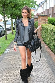 Want the black fringe boots!