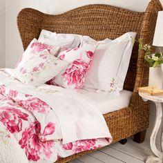 Love the bedframe, very nice sheets Zara Home.Roupa de Cama - Cama - ZaraHome Portugal