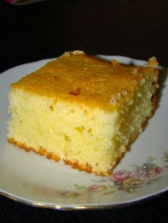 Trec zilele ca nebunele si fara sa-mi dau seama aproape am ajuns la sfarsitul lunii mai. Si daca este sfarsit de luna, atunci e musai sa . Romanian Desserts, Romanian Food, Cake Recipes, Dessert Recipes, Good Food, Yummy Food, Sugar Free Recipes, Dessert Drinks, Turkish Recipes