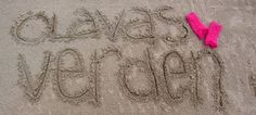 darling crochet pattern on site Olavas Verden Handtücher Kanten Crochet Potholder Patterns, Crochet Bracelet Pattern, Crochet Blocks, Crochet Doilies, Crochet Daisy, Crochet Flowers, Yarn Crafts, Sewing Crafts, Crotchet Stitches