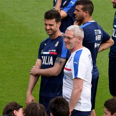 Fitness Coach Paolo Bertelli (R) and Thiago Motta chat during the Italy training session at the club's training ground at Coverciano on May 27, 2016 in Florence, Italy. #Sturaro