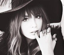 Inspiring image girl, bangs, hat, dark hair, long hair, sexy, rings #1280015 by eldorotka - Resolution 500x334px - Find the image to your taste