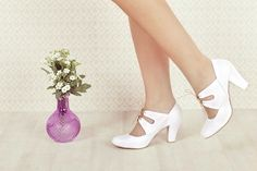 Meet Adela! These beautiful shoes are the perfect answer for the elegant vegan bride! Amazing, comfortable high heel shoes (7.8 cm), unique and classic as one. Comes in either cream or white.  My Vintage Inspired shoes are carefully designed and handcrafted from high quality vegan leather (substitute for leather) - cause we ♥ animals :)  I make shoes in the size range of 33-43 (EU).  *****Shoe Size Conversion Chart****** EU / US / UK / AUS / in / cm 33 / 3.5 / 1.5 / 2.5 / 8 / 21.5 34 / 4.5…
