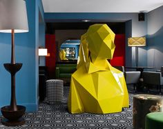 A pop-tastic decoration and design -concepts by India Mahdavi and Xavier Veilhan- makes this restaurant unice amongst it's kind Restaurant Interior Design, Modern Restaurant, Best Interior Design, Restaurant Paris, Bar Interior, French Interior, Xavier Veilhan, Geometric Sculpture, Geometric Art