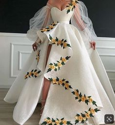 Evening Gowns - Some Tips To The Wedding Of Your Respective Dreams Pretty Prom Dresses, Tulle Prom Dress, Ball Dresses, Elegant Dresses, Cute Dresses, Formal Dresses, Ball Gowns Prom, Wedding Dresses, Prom Dresses Flowers