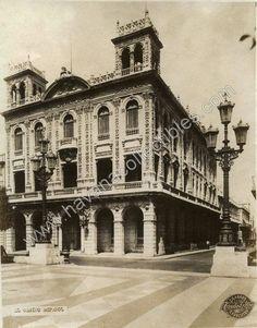 Edificio del casino Español de la Habana,Calle Paseo del prado,años 40.  Fue fundado en el siglo XIX, en 1869, por un grupo de exiliados españoles y sus familias. Tuvo varias sedes hasta que finalmente se construyó este edificio sobre la calle Prado, esquina Ánimas,actualmente palacio de matrimonios.