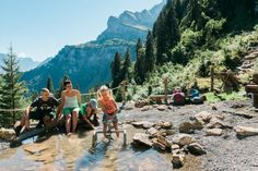 Schnüren Sie die Wanderschuhe und erkunden die Glarner Bergwelt auf einzigartigen, ausgewählten Touren Mountains, Nature, Travel, Walking Paths, Hiking Shoes, Villas, Tours, Explore, Naturaleza