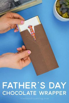 Make this easy Father's Day Candy Bar Wrapper with the free svg and printable file. Easy for kids and adults alike!