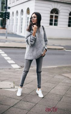 """justthedesign: """"Beatrice Gutu wears grey skinny jeans with a rolled up sweater and white sneakers. Sweater: H&M, Jeans: Sneakers: Stan Smith. Outfit Jeans, Jeans Outfit Winter, Grey Outfit, Dress Winter, Lazy Day Outfits, Jean Outfits, Winter Outfits, Grey Jeans, Casual Jeans"""