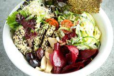 """The Bowl - pflanzenbasiertes """"Clean Food"""" Berlin-Friedrichshain  Warschauerstraße 33  Lunchtime: 10.00–23.00 Uhr"""