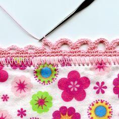Bom dia fiorellini tudo bem comvocês??   lembram que disse no postanteriorque ia fazer uma colcha em ponto zigzag ??   pois comecei a fa...