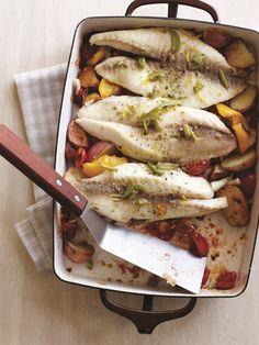 Tilpia assada com legumes e azeitonas