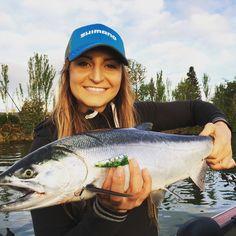 101 fly fishing tips for beginners Diy Fishing Bait, Crappie Fishing Tips, Bass Fishing Shirts, Fishing Shop, Fly Fishing Tips, Fishing Videos, Fishing Girls, Bikini Fishing, Saltwater Flies