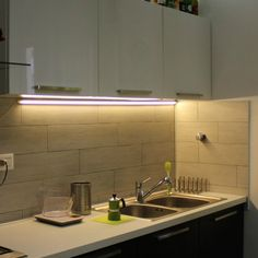 Prodotti LED a luce calda o fredda pronti per l\'installazione ...