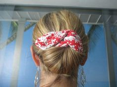 The coloured bun gadget is just too straightforward to make and use CathyPety Hair Accessories Holder, Diy Hair Accessories, Turban Headbands, Turbans, Hair Images, Fabric Jewelry, Diy Hairstyles, Bunt, Hair Styles