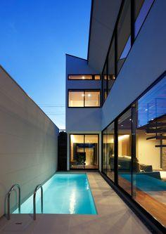Backyard Pool Designs, Swimming Pool Designs, Small Backyard Pools, Small Pools, Pool Decks, Pool Landscaping, Modern House Plans, Modern House Design, Conception Villa