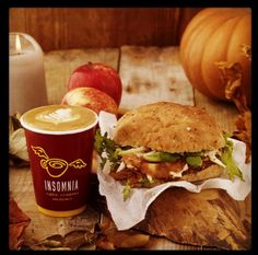 Coffee and sandwhich. Coffee Company, Insomnia, Sandwiches, Brunch, Yummy Food, Beef, Meat, Delicious Food, Paninis