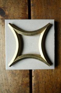 'STAR' solid brass trivet by Oji Masanori  www.ateliersolarshop.be