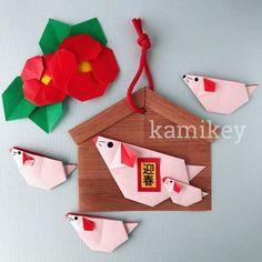 カミキィ🇯🇵(kamikey)折り紙作家はInstagramを利用しています:「横向きタイプのねずみさん🐀スーパーにはしめ縄コーナーも出来てお正月準備が始まった感じですね🐀 使用サイズ 絵馬:15センチ角 絵馬に貼ったねずみ:12センチ角、5センチ角 ・ 作り方はYouTube動画でご覧ください Designed by kamikey Tutorial…」 Japanese New Year, New Years Decorations, Mother And Child, Artsy, Christmas Ornaments, Holiday Decor, Crafts, Instagram, Origami Paper