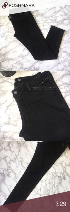 """Zara Woman Zipper Detail Black Slim Fit Jeans Zara Woman Zipper Detail Black Slim Fit Jeans. Zipper detail on the edge around the waist and on the edge of the pockets. Two pockets on the front and two pockets on the back. Low to medium rise. Jeans have a good amount of stretch. Inseam 27.5"""". Front rise 8"""". Waist is about 32"""". Great used condition. Zara Jeans Skinny"""