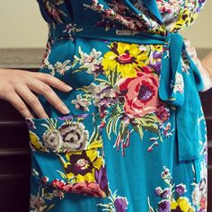 The Turquoise Floral Hepburn Robe is sure to quickly become a fan favorite! Vintage Inspired Dresses, Vintage Outfits, Vintage Fashion, Vintage Style, Motif Floral, Floral Prints, William Morris, Textures Patterns, Print Patterns