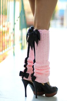Paris Afternoon Leg Warmers - French Fashion - Pink and Black Crochet Boot Cuffs, Crochet Leg Warmers, Crochet Boots, Crochet Slippers, Crochet Clothes, Crochet Headbands, Knit Headband, Baby Headbands, Guêtres Au Crochet
