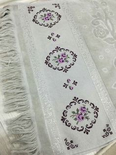 1 million+ Stunning Free Images to Use Anywhere Sewing Humor, Palestinian Embroidery, Flower Embroidery Designs, Free To Use Images, Diy Buttons, Craft Bags, Sewing A Button, Cross Stitch Embroidery, Diy And Crafts