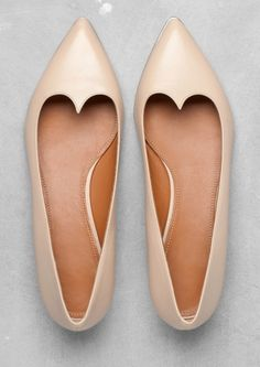 Shop the latest women's nude flats, loafers and ballerina shoes in neutral shades of beige, pink and brown. Pretty Shoes, Beautiful Shoes, Cute Shoes, Me Too Shoes, Ballerinas, Do It Yourself Fashion, Mein Style, Shoe Boots, Shoe Bag