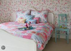Flowers! #Romantic #Bedroom
