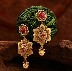 Gold Jhumka Earrings, Jewelry Design Earrings, Gold Earrings Designs, Gold Jewellery Design, Antique Earrings, Necklace Designs, Ring Designs, Bridal Jewelry Sets, Bridal Jewellery