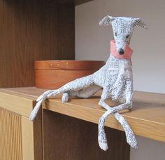 Gusto mache mucho papier figures - Her Crochet Paper Mache Diy, Paper Mache Projects, Paper Mache Sculpture, Dog Sculpture, Diy Paper, Paper Art, Paper Crafts, Paper Mache Animals, Paperclay