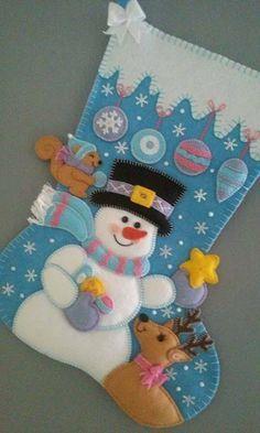 4 DIY ideas to hang a beautiful Christmas wreath on your doorstep! Felt Christmas Stockings, Christmas Stocking Pattern, Felt Stocking, Handmade Christmas Decorations, Felt Christmas Ornaments, Christmas Sewing, Christmas Fun, Felt Decorations, Beautiful Christmas