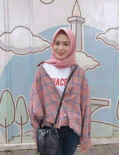 Super ideas style hijab casual kemeja Source by ideas hijab Modern Hijab Fashion, Street Hijab Fashion, Hijab Fashion Inspiration, Muslim Fashion, Look Fashion, Fashion Outfits, Portrait Inspiration, Dress Fashion, Hijab Casual