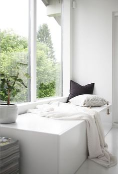 Cosy corner in the home of Norwegian interior. Home Living Room, Living Spaces, Tiny Living, Theodora Home, Design Case, Beautiful Interiors, Interior Design Inspiration, Home Fashion, Interior Architecture
