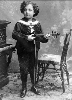 Jascha Heifetz.