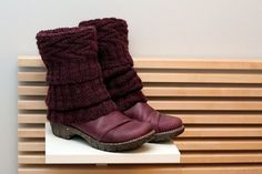 Love this look- makes clogs, flats, etc, look boot like. Pattern isn't in English :( pin this to knitting board, too   Ravelry: Loitsu pattern by Taina Anttila