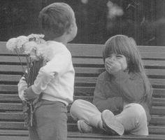 Ogni donna merita un uomo che la guardi ogni giorno, come se fosse la prima volta.