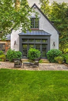 Ideas Home Desng Exterior Curb Appeal Tudor House Exterior, Cottage Exterior, Tudor Style Homes, French Style Homes, Cottage Homes, Tudor Cottage, Modern Cottage, House Painting, Architecture Details