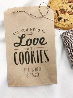 Wedding favor ideas + inspiration to help you ditch the favors guests will toss and give them something unique that they'll want to keep! Cute favor ideas, sustainable wedding favors, food favors, DIY wedding favors and other favors that guests will love! Cookie Wedding Favors, Creative Wedding Favors, Inexpensive Wedding Favors, Wedding Favor Bags, Wedding Candy, Personalized Wedding Favors, Wedding Favors For Guests, Cookie Favors, Cookie Buffet
