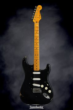 Fender Custom Shop David Gilmour Signature Series Stratocaster - Relic Black/3-Color Sunburst | Sweetwater.com