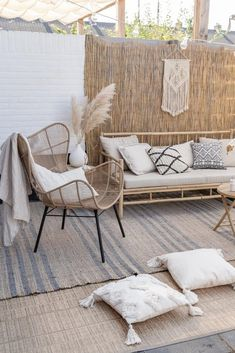 Pamps Grass interior accessory that makes it fall and fall. Pamps Grass interior accessory that makes it fall and fall. Small Balcony Decor, Balcony Design, Small Patio, Balcony Ideas, Patio Ideas, Terrace Decor, Outdoor Furniture Sets, Outdoor Decor, Outdoor Sofa